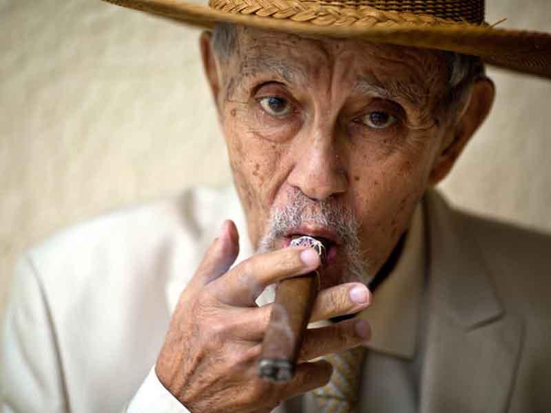 Pencurian di Manhattan, Dongeng Penulisan Lagu, Sinatra, dan Cerutu