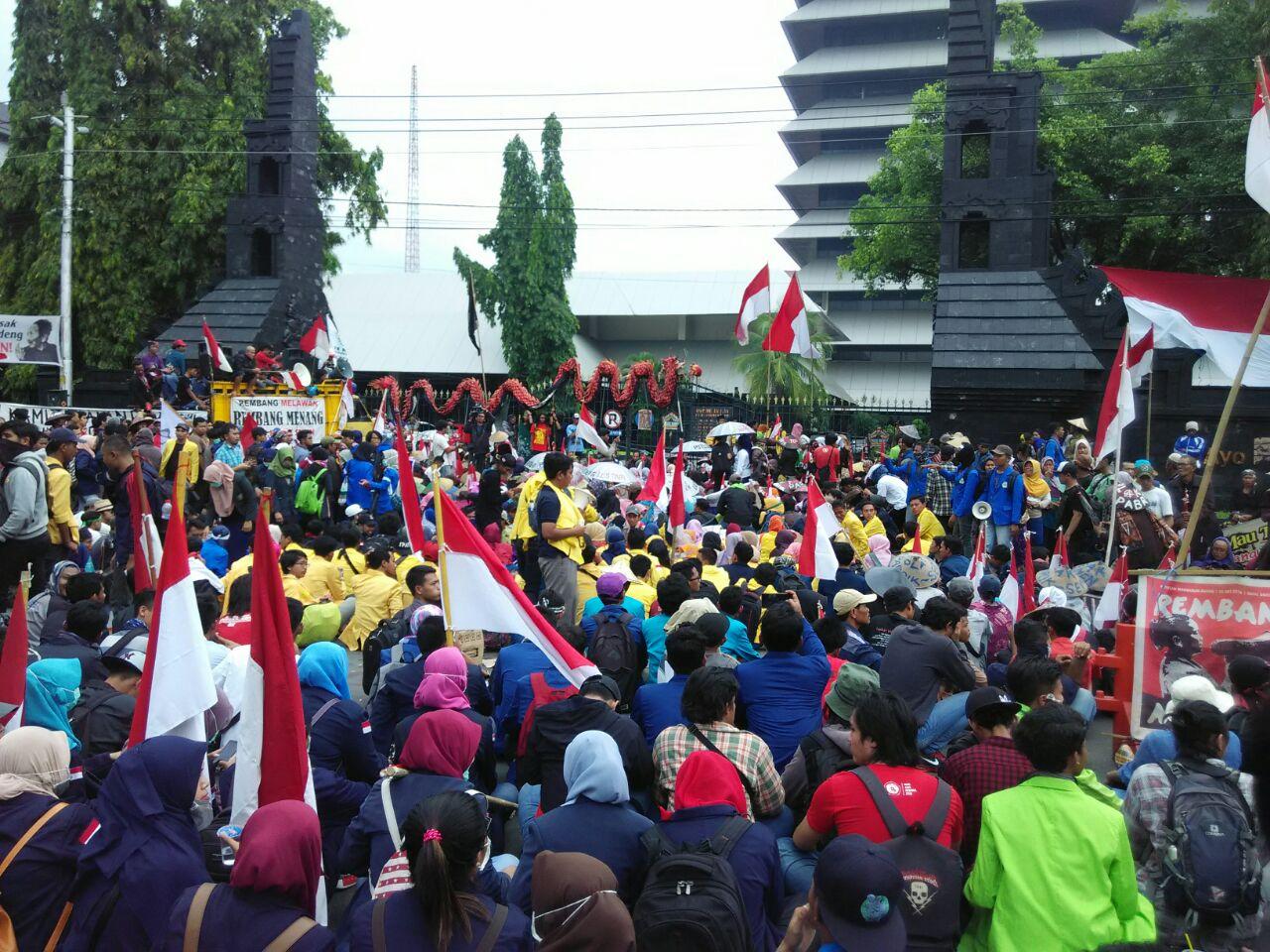 Membangun Solidaritas dan Jejaring Sebagai Modal Perjuangan