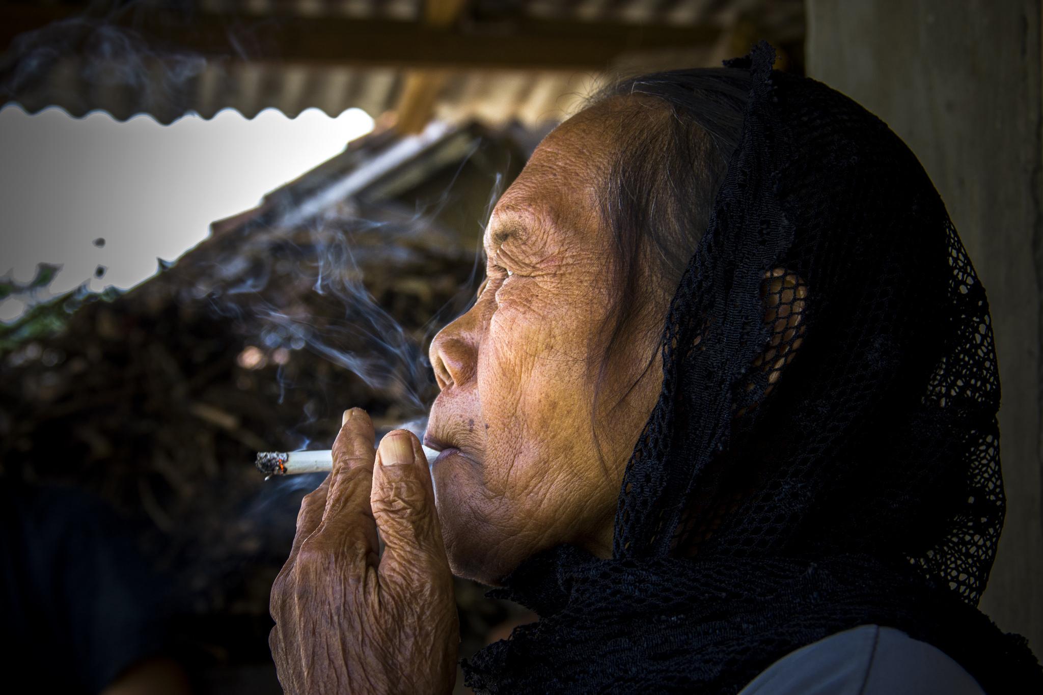 Benarkah Bila Mereka Tak Merokok, Bisa Keluar Dari Garis Kemiskinan?