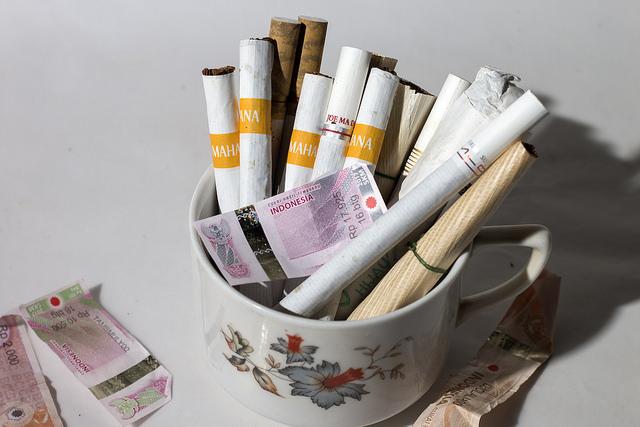 Unjuk Gigi Cukai Rokok di Bawah Tekanan