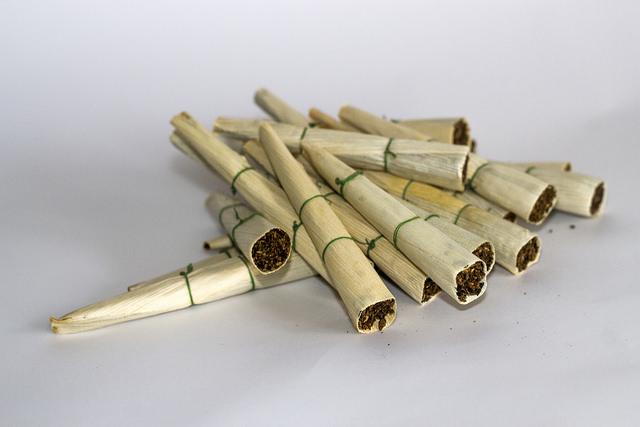 Mengenal Rokok Nipah dari Sumatera