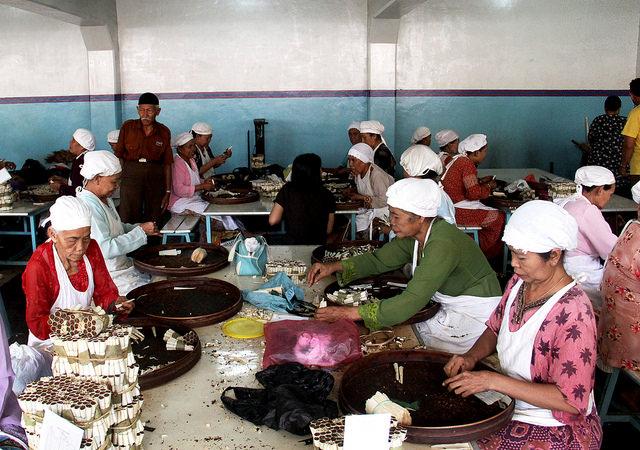 Kretek Tidak Boleh Tumbang seperti Minyak Goreng Nusantara