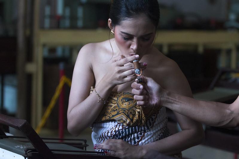 perempuan perokok