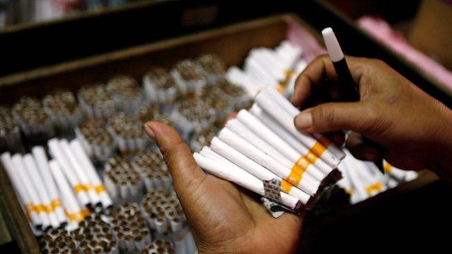 sigaret kretek tangan
