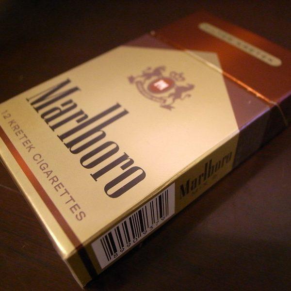rokok putih marlboro